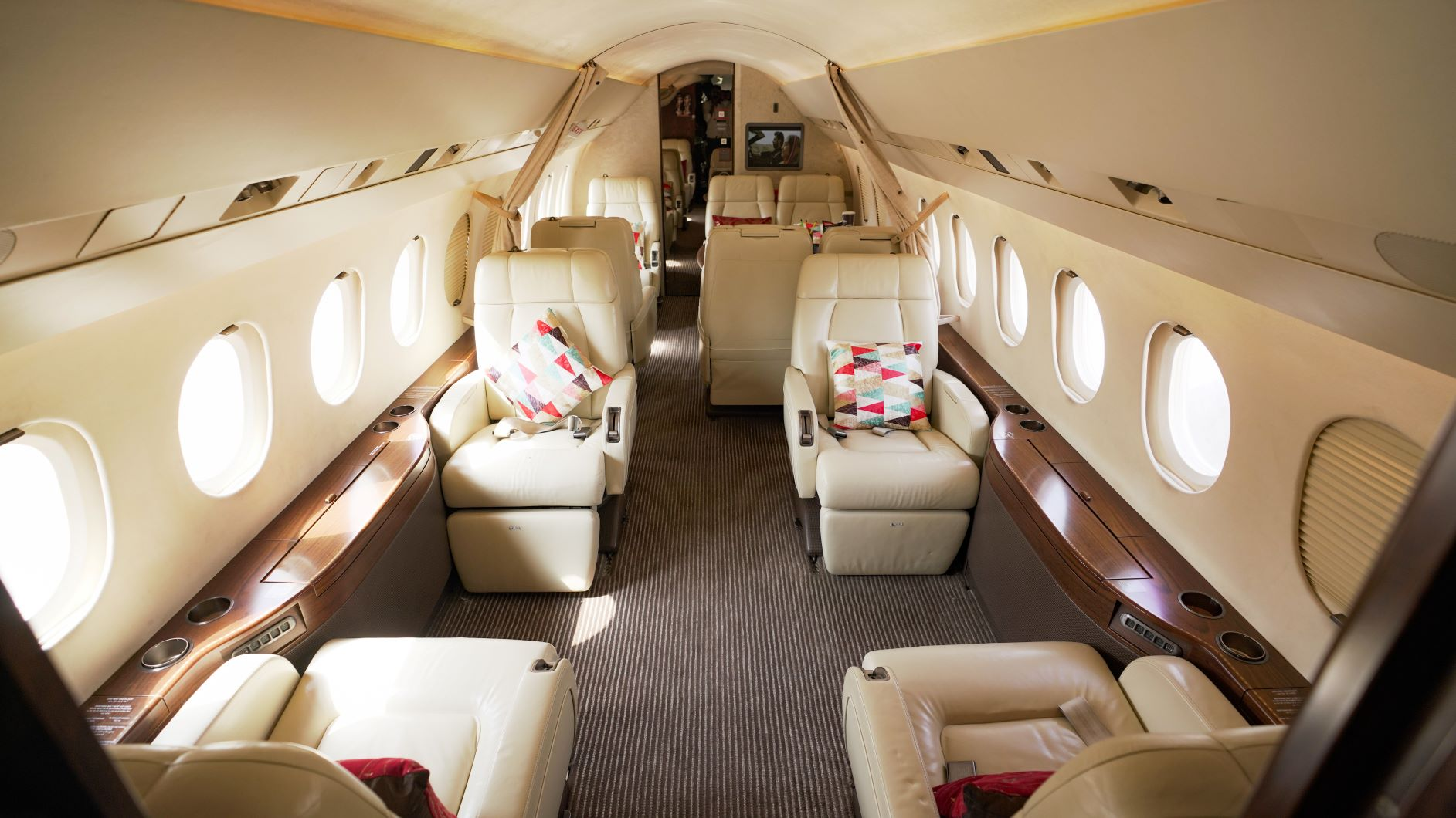 HOW MUCH LUGGAGE SPACE IS IN A PRIVATE JET?